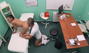 Brown-eyed beauty gets frigged added to fucked apart from sultry doctor