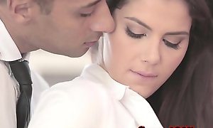 Well-dressed officesex closeup with valentina nappi