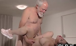Teen Interrupts Grandpa from Yoga Added all over Sucks his Cock untidy plus hard