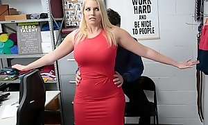 Une female parent autorisée à partir après une baise de vol à l'étalage de numbing part de l'officier - Vanessa Imprison